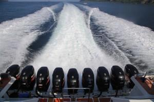 8 engines gili boat